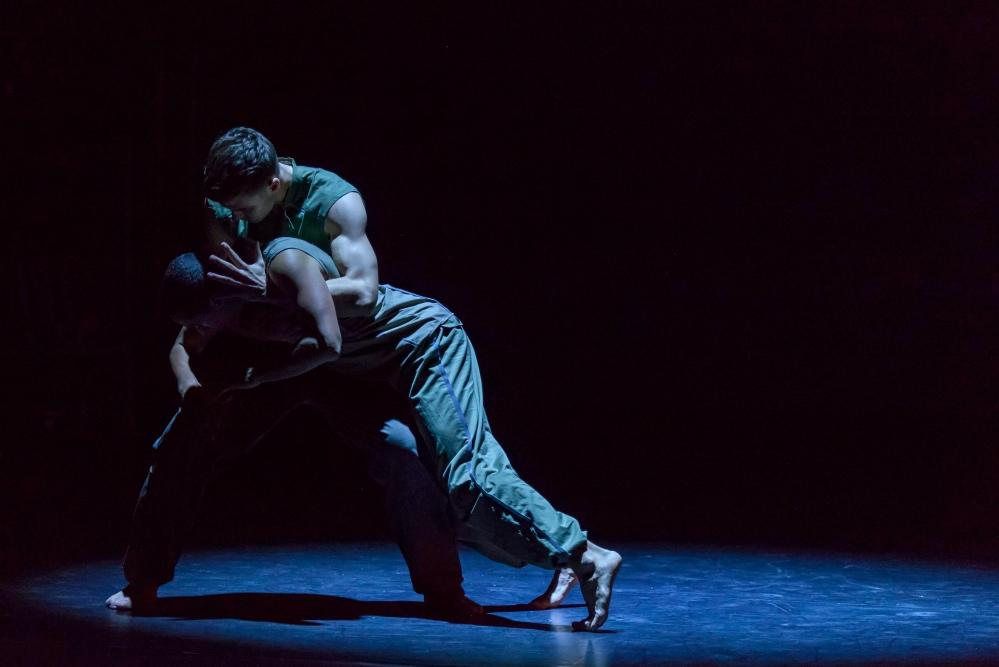 BalletBoyz® FALLEN 2013 4 credit Panayiotis Sinnos
