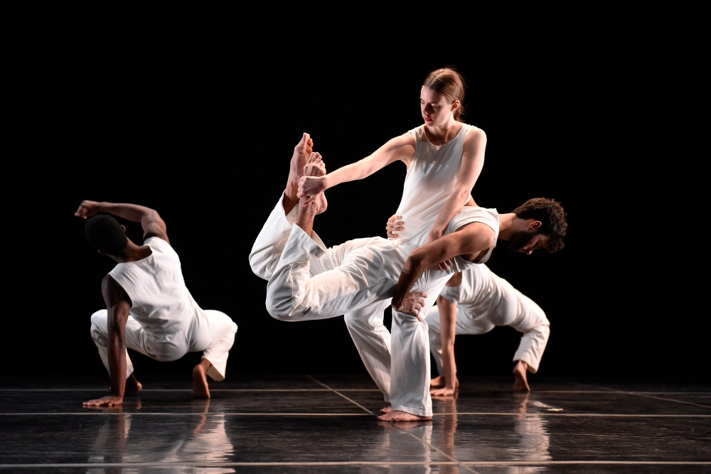 Trisha Brown Dance Company in Geometry of Quiet. Photo by Stephanie Berger.