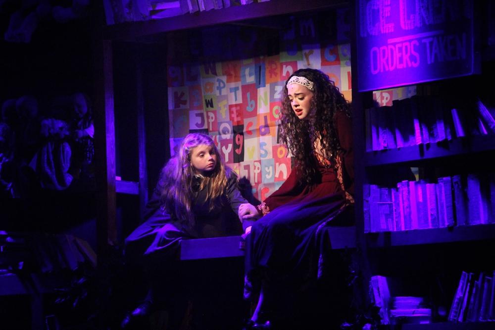 Matilda&MrsPhelps(AlejandraBess&ABigailBaldwin)-ByGiancarloRodaz